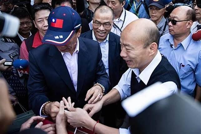 郭台銘(左)和韓國瑜(右)。(圖為中時資料照)