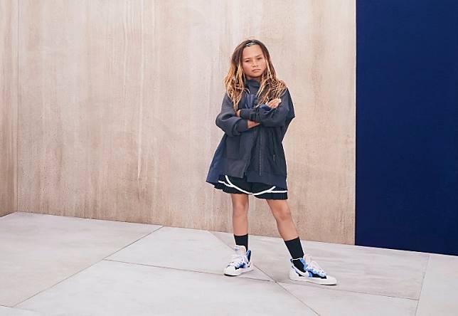 年僅11歲的滑板運動員Sky Brown穿起sacai x Nike最新秋冬服飾及Blazer Mid亦毫無違和感。(互聯網)