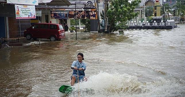 Flood sport? Youngsters protest persistent flooding in Indonesian city by wakeboarding on streets
