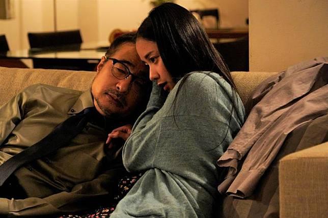 ▲劇中,松尾鈴木(左)為了向妻子復仇,決定投入108名女子的懷抱。(圖/車庫娛樂)