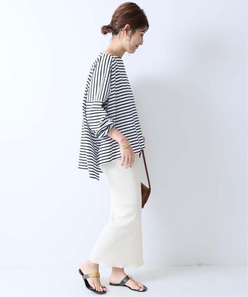 黑白橫條紋上衣搭配筆直版型白色長裙