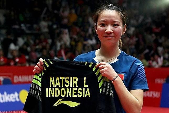 Momen Huang Yaqiong Minta Jersey dan Peluk Liliyana Natsir Usai Final 1c7d0d688f