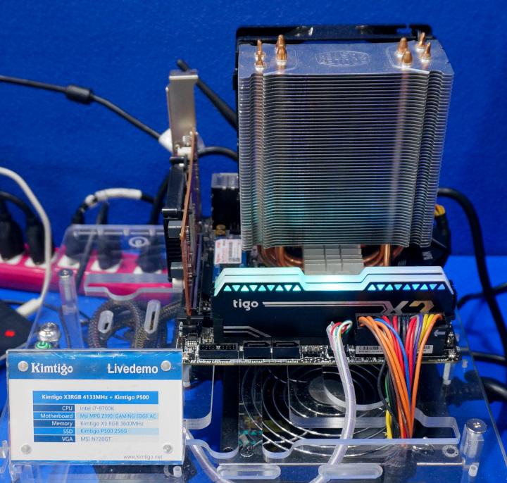 桌上型電腦用的DDR4 DIMM記憶體模組最高傳輸速度超頻至4133 MT/s。