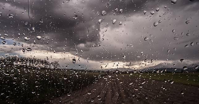 เตือนรับมือพายุฤดูร้อนอีก 3 วัน 26-28 เมษายน