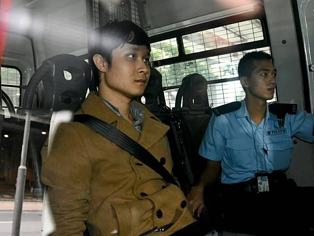 劉頴匡由警員押往提堂。
