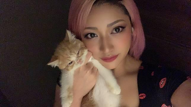 有指麻友因摔角手木村花遭網絡欺凌自殺打擊,提早宣布引退。