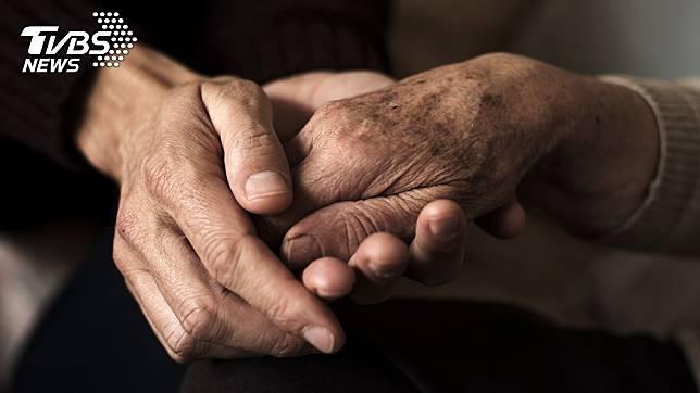台中市1名啃老男不工作,缺錢就向母親討,討不到還會動手打她。(示意圖/TVBS)