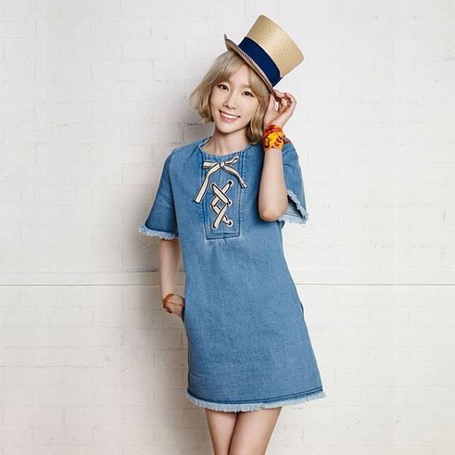 ™  10 Inspirasi Memakai Denim Dress Ala Seleb Hollywood dan Korea Untuk Gaya Sehari-hari