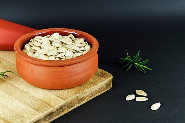 11 ประโยชน์ของ เมล็ดฟักทอง – หญิงกินได้ ผู้ชายกินดี สายเฮลท์ตี้ไม่ควรพลาด