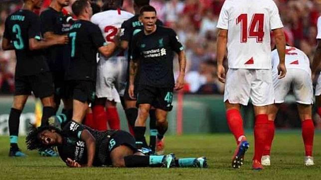 Pemain muda Liverpool, Yasser Larouci mengerang kesakitan