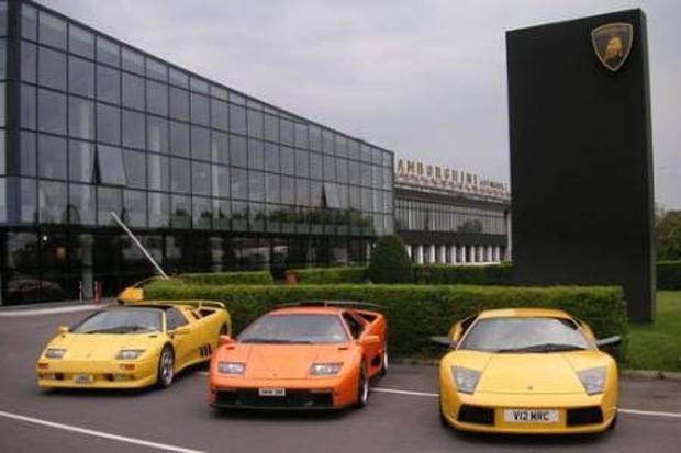 Perangi Corona, Lamborghini Produksi 1.000 Masker dan 200 Kaca Medis Sehari