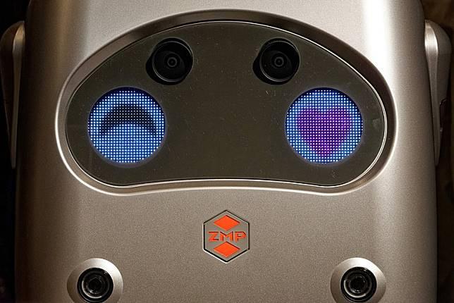 Rakuro前方的顯示屏識得呈現不同的表情,好趣緻啊!(互聯網)