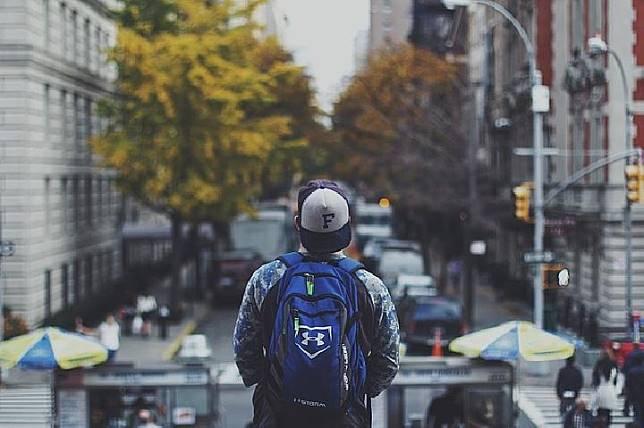 Ilustrasi Backpacker