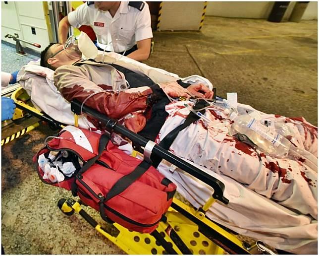 事主滿身鮮血送院。