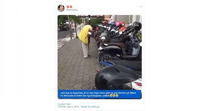 Aksi tukang parkir ini tuai pujian warganet. [Twitter]