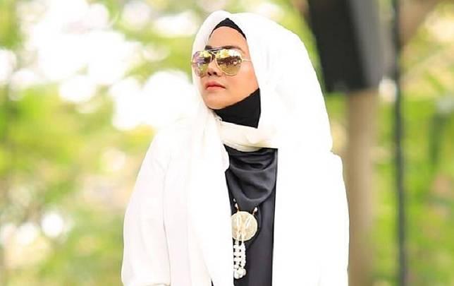SARITA Abdul Mukti buka suara perihal hubungan mantan suaminya, Faisal Harris.*
