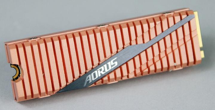 如果是AMD Ryzen 3000系列處理器搭配B550 / X570主機板,建議選用具有PCIe 4.0規格的SSD,來大幅提昇存取效能,如技嘉科技AORUS NVMe Gen4 SSD系列。