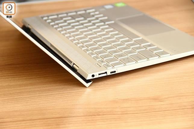 打開屏幕後會將鍵盤稍為升起,加強機底散熱。(林子聰攝)