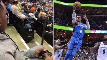 NBA 2K 最新玩法!球迷帶遊戲手把進場玩了一場「史上最擬真」籃球遊戲