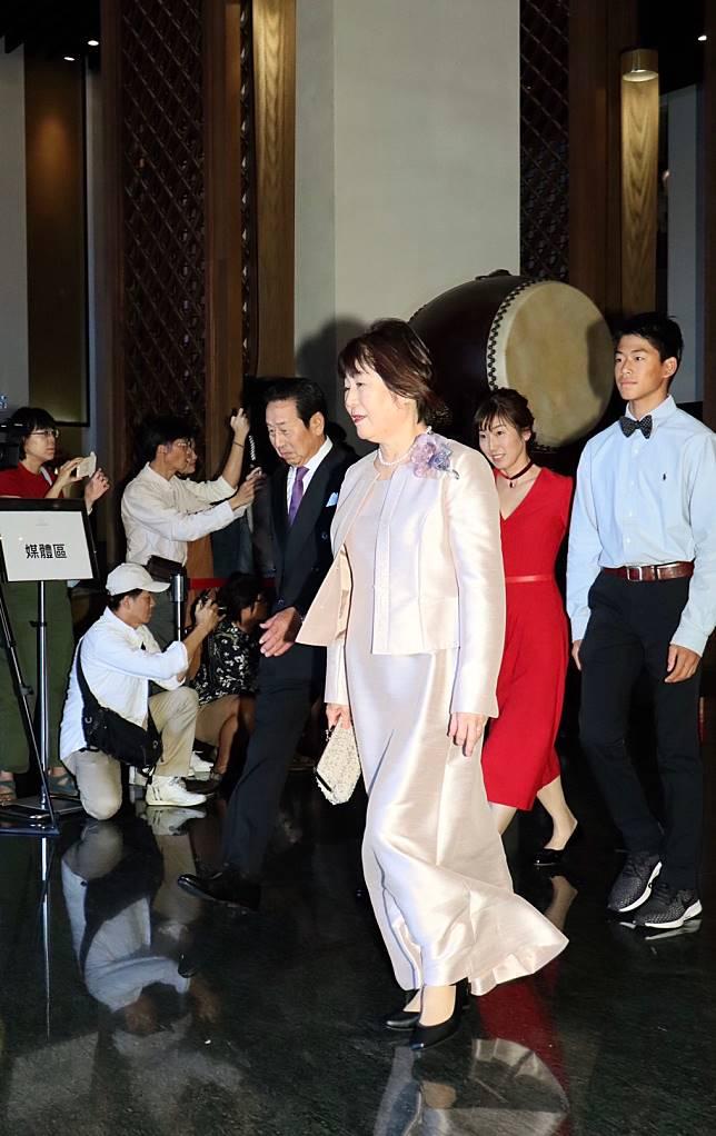 Akira的父母親(前排)、大姊以及大姊的兒子(後排)共同出席Akira與林志玲的世紀婚禮。記者林伯東/攝影