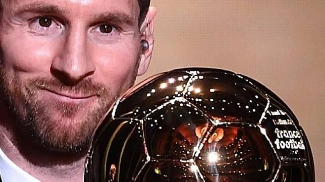 Bintang Barcelona asal Argentina Lionel Messi meraih penghargaan Ballon d'Or 2019 saat seremoni di Chatelet Theatre, Paris. FRANCK FIFE / AFP
