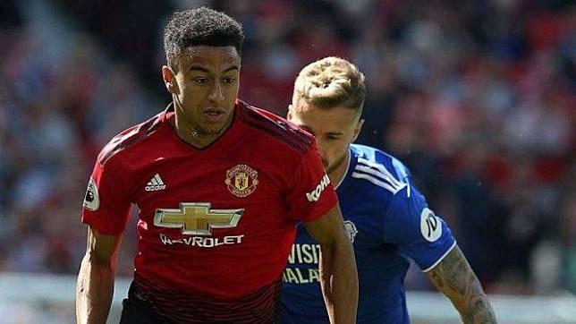 Gelandang Manchester United, Jesse Lingard, dalam laga melawan Cardiff City