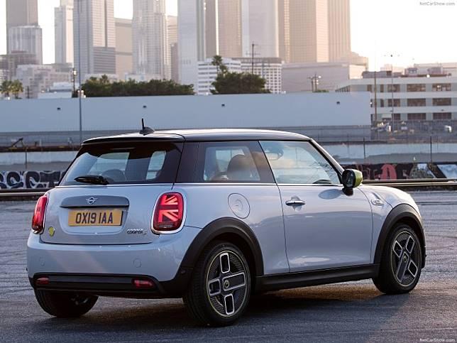 車尾燈組加配英國米字旗,是現行MINI的標誌。(互聯網)
