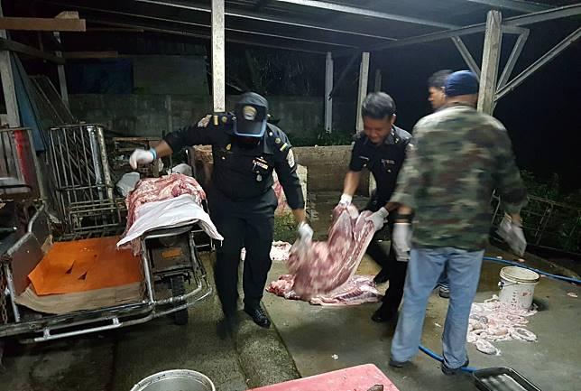"""ปศุสัตว์เมืองคอนสนธิ-ตร.บุกจับ""""โรงฆ่าสัตว์เถื่อน""""เห็นใจผู้ประกอบการรายย่อย-กระตุก!ท้องถิ่นควรสนับสนุน"""