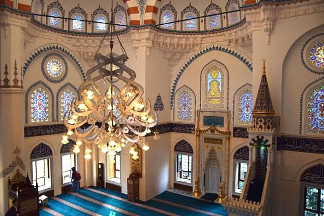 Tempat ibadah di Masjid Tokyo Camii