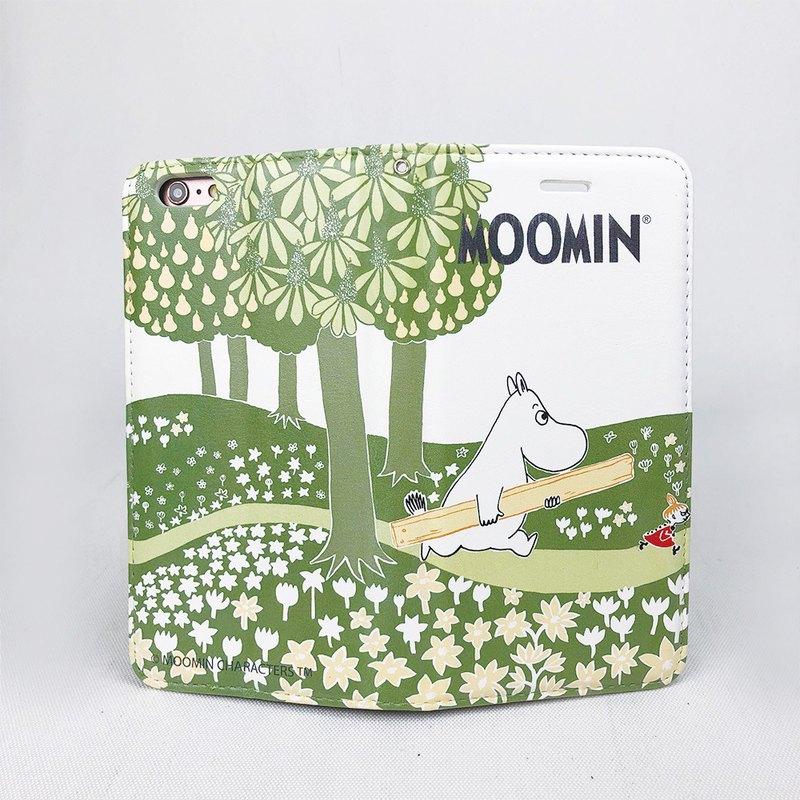 Moomin家族有著圓潤的身型,像極了河馬,但他們可是一群千奇百怪的精靈,住在芬蘭森林裏的姆明谷(Moomin Valley),每天都發生許多好玩又令人驚奇的故事。