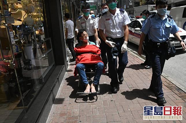 一男子受傷送院。梁國峰攝