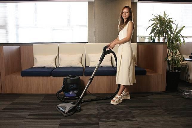 初一不要掃地、吸塵或倒垃圾,因為這寓意將財神掃走。
