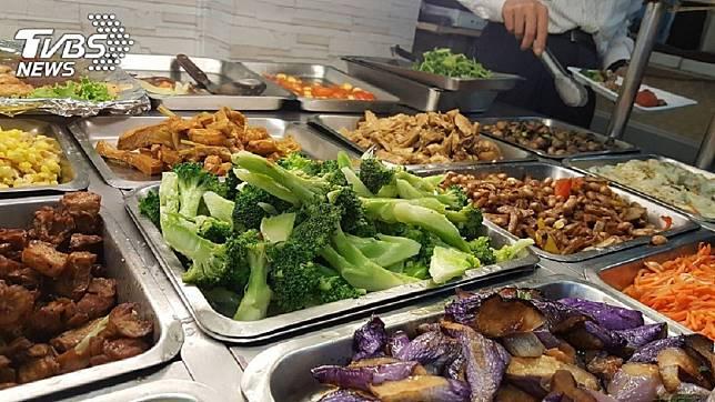 許多外食族平日因為工作忙碌無法開火,都會買便當來解決。(示意圖/TVBS)