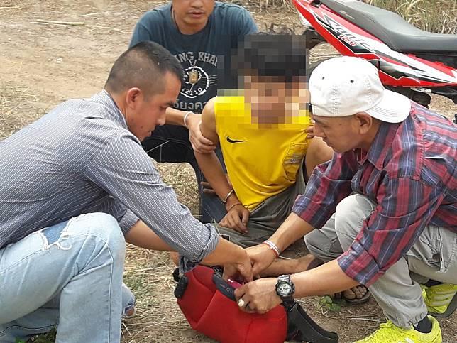 สืบสวนนากลางรวบเด็ก 19 ปีพกยาบ้ายาไอซ์ไว้ขายของกลางอื้อ
