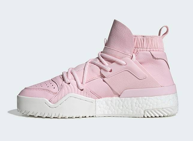 粉紅色高筒運動鞋(互聯網)