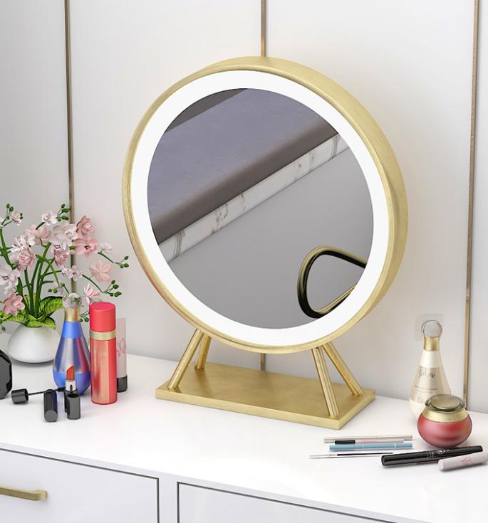 材質: 金屬 金屬材質: 鐵 風格: 北歐 形狀: 圓形 尺寸: 其他 顏色分類: 鏡子帶燈 50cm直徑 設計元素: 大師設計 民俗 款式定位: 經濟型 #鏡子 #化妝鏡 #梳妝鏡 #圓鏡 #臥室鏡