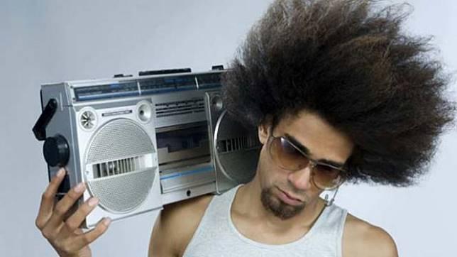 Ilustrasi tak ceria saat mendengarkan musik.