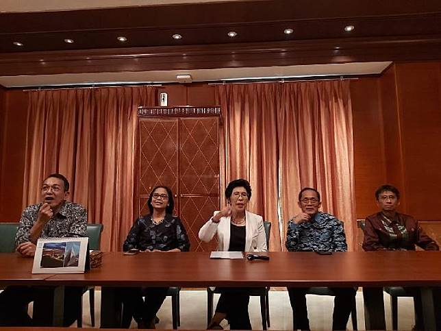Wali Amanat, Calon Rektor, dan Rektor Institut Teknologi Bandung (ITB) terpilih Prof. Reini Wirahadikusumah di Griya Jenggala, Jakarta Pusat, Jumat, 8 November 2019. TEMPO/Khory
