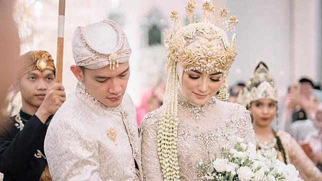 7 Potret Prosesi Adat Sunda di Pernikahan Citra Kirana dan Resky Aditya
