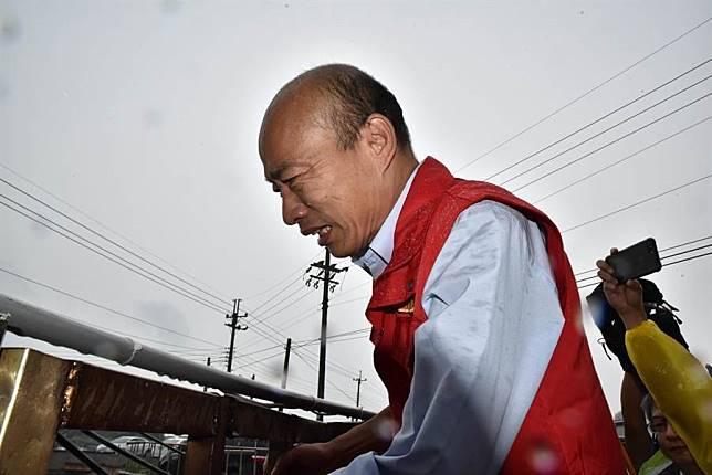 韓國瑜颱風天坐鎮指揮 韓黑名嘴竟讚8字