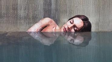 在水中裸浴的女孩?不敢相信這樣也能作畫!