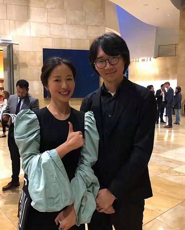 同場,一名華人設計師朱培棟表示不認識江一燕。