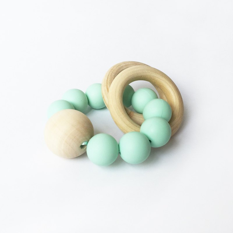 新加坡手工製作的Anders&Dawn系列。 這些牙膠在保持好奇的寶寶,同時鼓勵他們的視覺和多感官發展是偉大的。 採用100%優質食品級矽膠和木珠製成。不含BPA,PVC,鉛,膠乳,鄰苯二甲酸鹽和鎘。