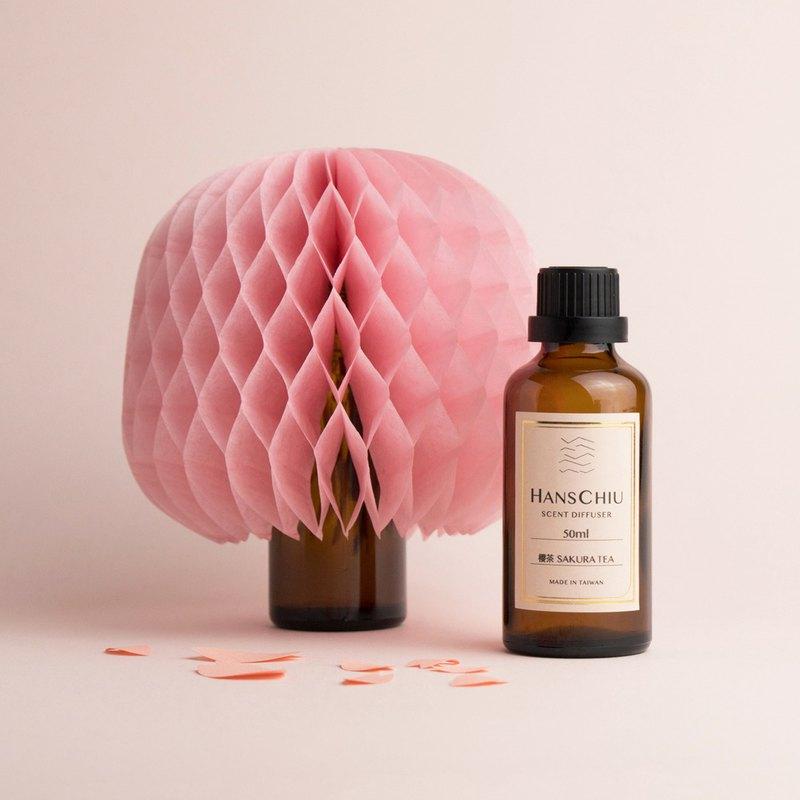 內容物:櫻茶擴香精油50mlx1瓶、擴香枝x1枝、櫻花樹擴香紙x1個。