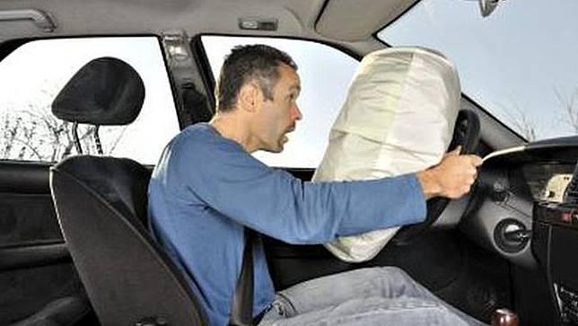 seatbelt atau sabuk pengaman dan airbag