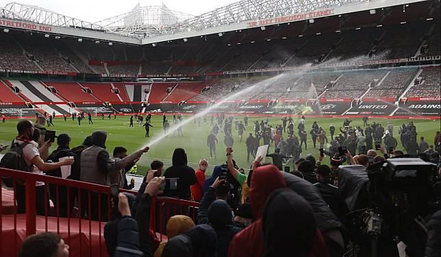 Jelang MU vs Liverpool, Old Trafford Malah Dipenuhi Ribuan Fans, Protes Kepemilikan Glazer