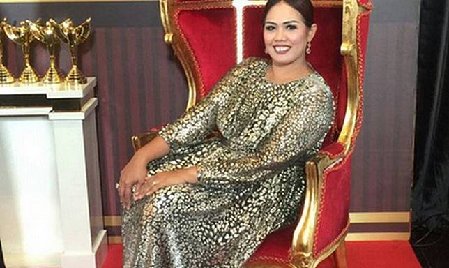 CELEB STORY: Jatuh Bangun Elly Sugigi, dari Jual Kue hingga Sukses Berkat Handphone Produser