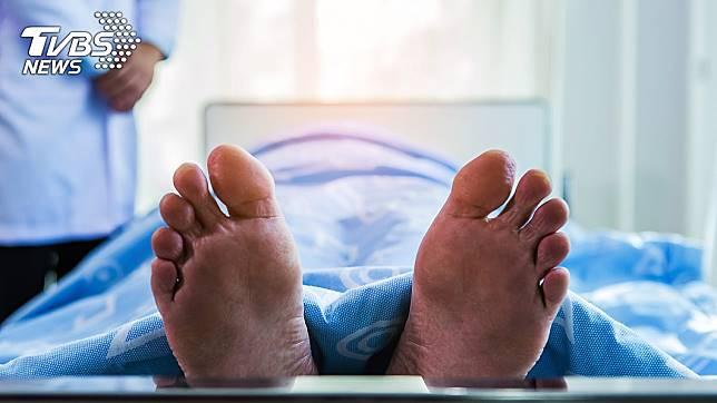 陷入3個月昏迷的黃老師,14日已搶救無效逝世。(示意圖,非當事人。圖/TVBS)