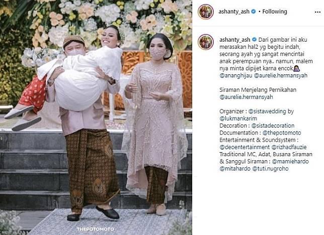 Cerita kocak Anang Hermansyah gendong Aurel di acara siraman. (Instagram/@ashanty_ash)