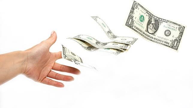繳8萬美元只剩5萬!業務員沒說買儲蓄險前6年都是負報酬!